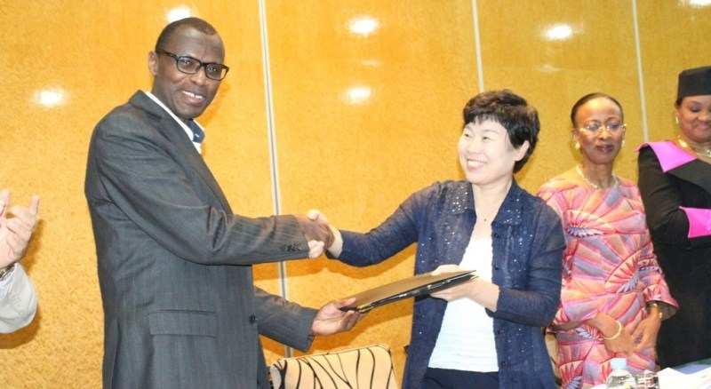 Dr. Papias Musafiri Malimba, Rwanda's Minister of Education and Dr. Byung Gwon Lee, the President of KIST.