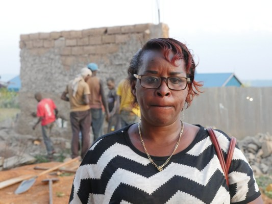 Nyinawankusi Anna, umwe mu banyamigabane b'uruganda Gold Liquor Ltd. Amarira n'agahinda ni byose (Photo/RRA)