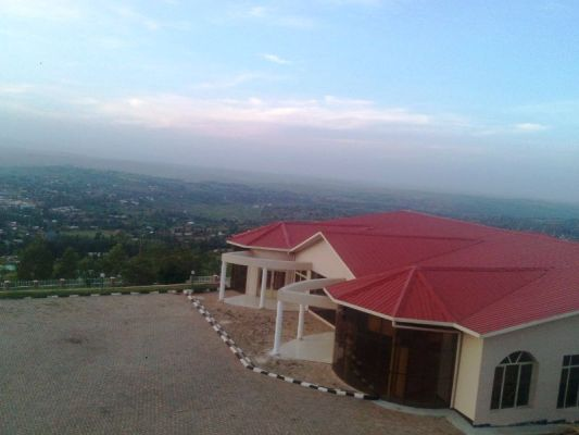 Iyo uri kuri Hoteli uba witegeye imirambi y'Umutara n'Imisozi yo mu Majyaruguru y'u Rwanda (Photo/Courtesy)