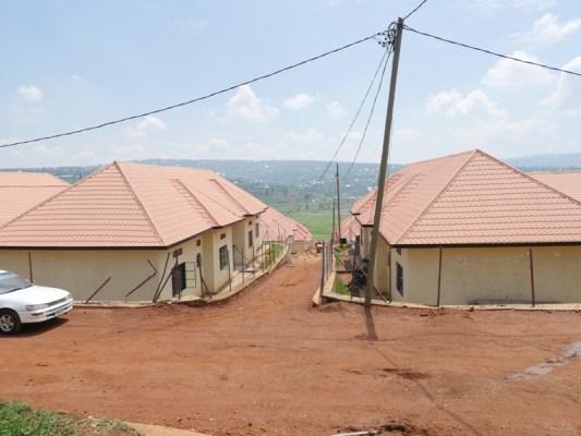 Harakorwa imihanda yo hagati mu mudugudu ndetse n'iwuzengurutse (Photo/Panorama)