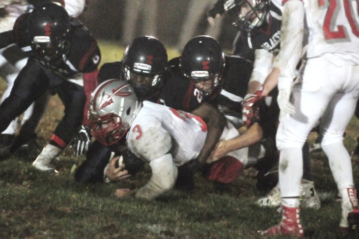 Warriors wear out Drakes as Bristol football blanks Jenkintown