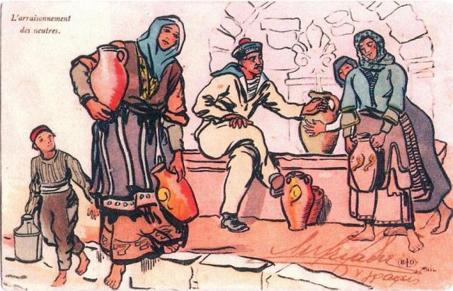 Γάλλος ναύτης βοηθάει γυναίκες σε βρύση της πόλης.