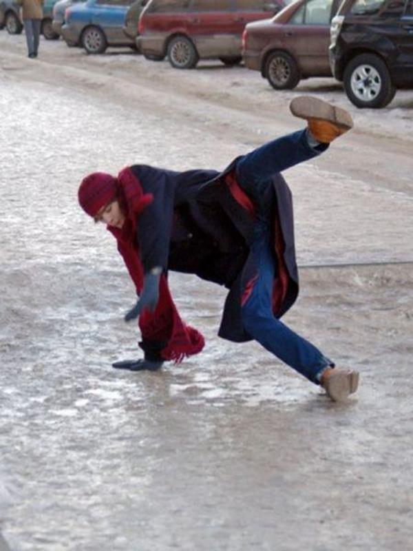 man_file_1056542_slipping-on-ice-5