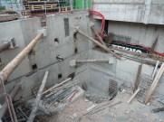 Mur ouest duquel les poutres métalliques obliques ont été retirées