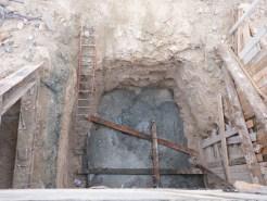 Fosse bétonnée en profondeur... prête à accueillir un pilier ?