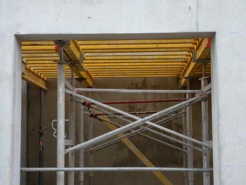 Vendredi 9 mai, étaies posées au niveau du plafond du duplex rez-de-chaussée Ouest de Parc 17