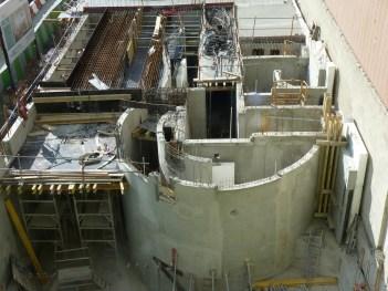 Extrémité Est de Parc 17, de nouvelles poutres maîtresses, la dalle du 1er étage en préparation, ...