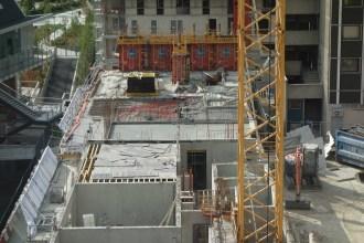 Côté Ouest de Parc 17, le 3ème étage est en cours de construction (dalle et mur)