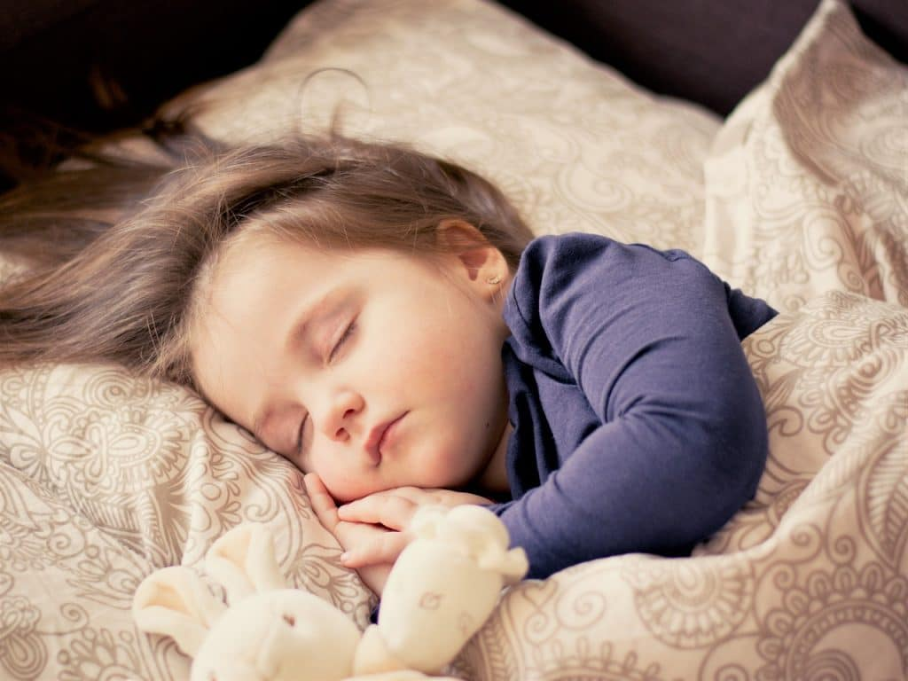 enfant dormir lit