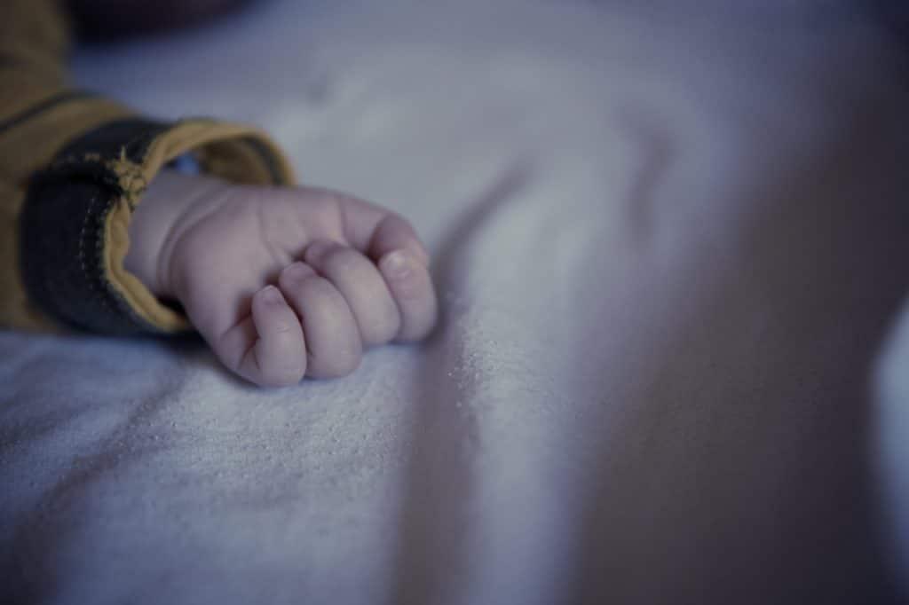 bras enfant sommeil