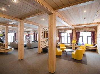 Интерьер деревянной гостиницы