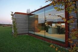 Модный деревянный дом с большими окнами