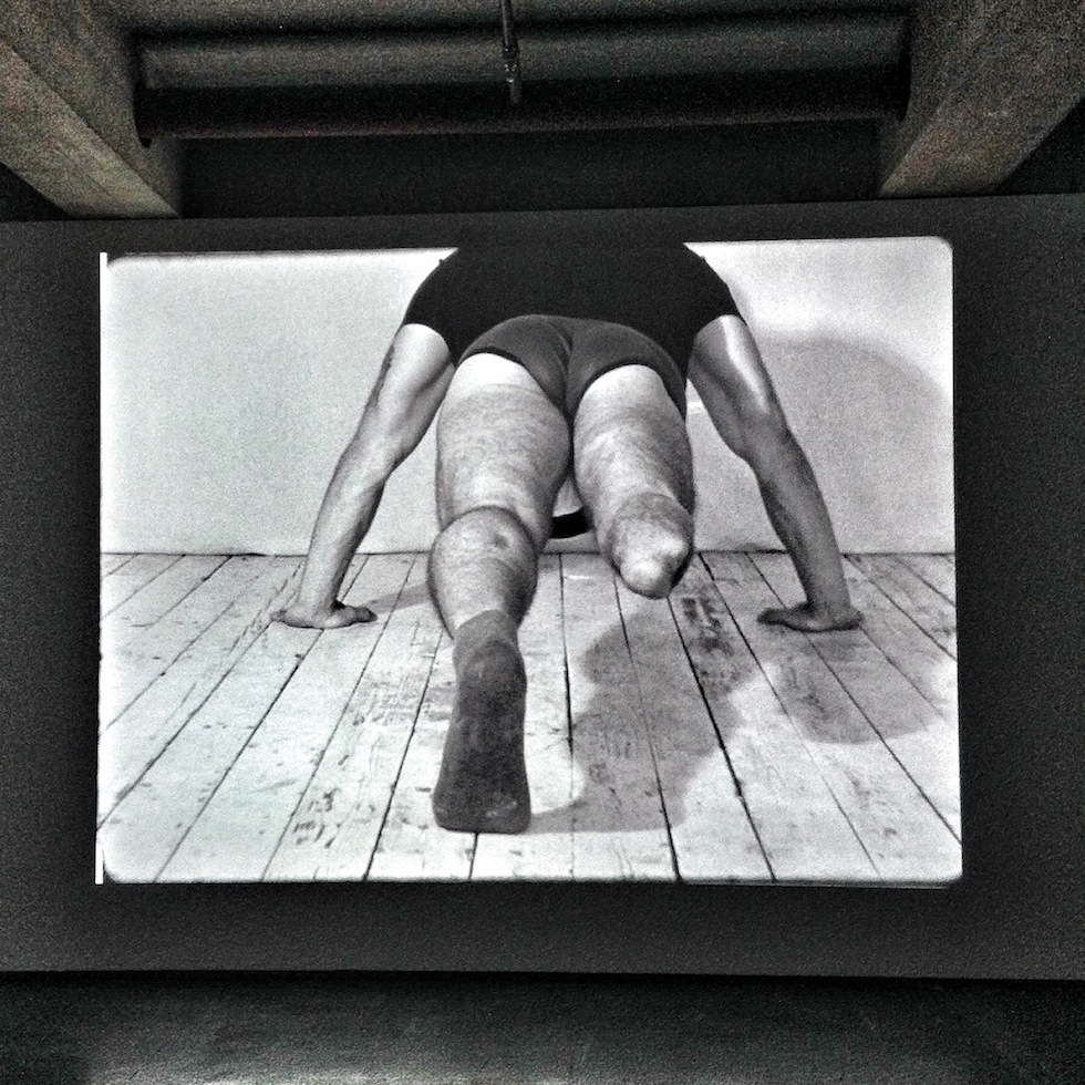 A still of the six-channel video installation «Realism» from 2017 by Polish artist Artur Żmijewski (*1966) shown as part the 14th edition of documenta at Neue Neue Galerie (Neue Hauptpost) in Kassel