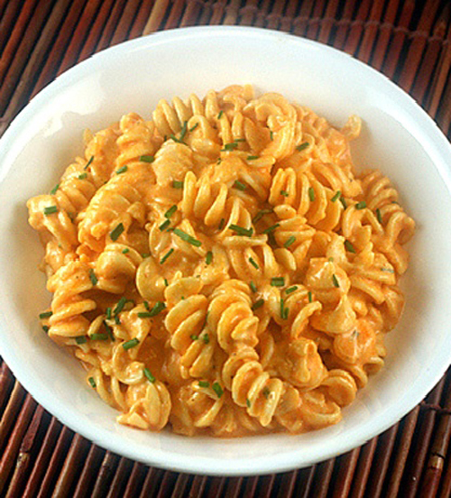 Extremely Creamy Stovetop Sriracha Mac and Cheese