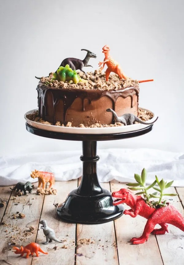 This Dinosaur Cake Is Surprisingly Easy to Make   Party Ideas