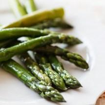 Passagem Gastronômica - Receita de Salada de Aspargos com Abobrinhas e Tomates Assados - Yotam Ottolenghi