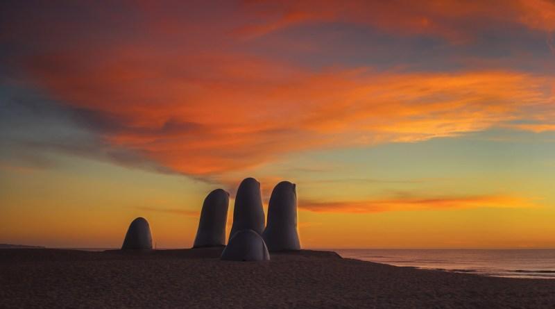 Um dos menores países da América Latina, mas com muitas atrações e lugares lindos para conhecer, o Uruguai entrou em nosso roteiro no final de 2013 e para ajudar os que estão planejando uma trip para este belo pais, vamos mostrar o que fazer no Uruguai em 3 dias...MAIS