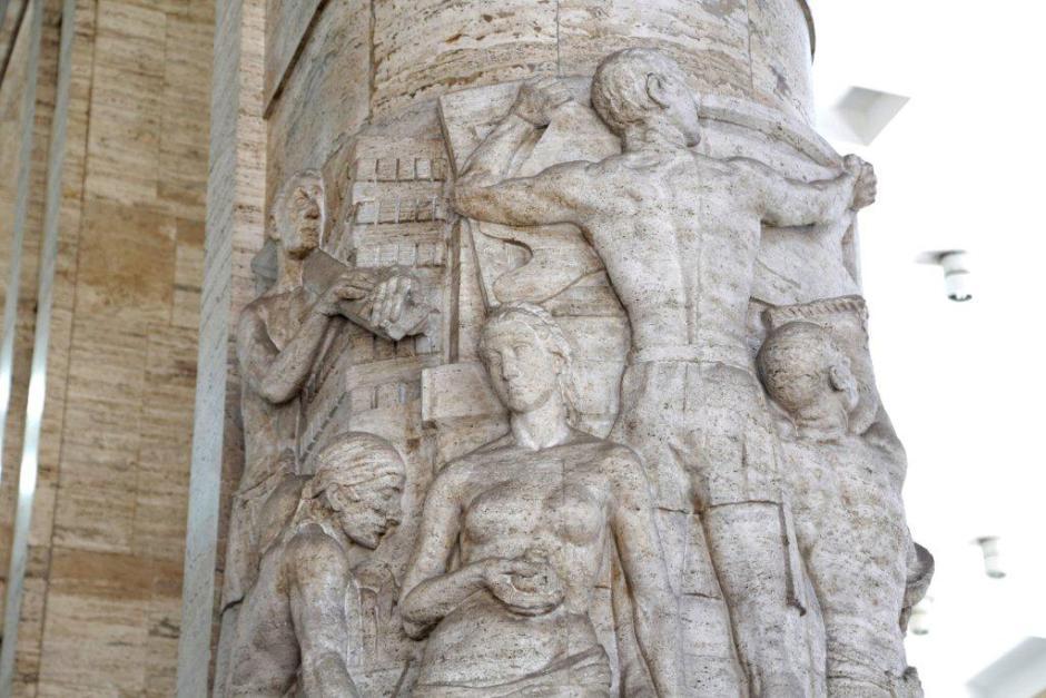 Detalhe da escultura no hall de entrada. Foto: José Cordeiro/SPTuris
