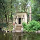 jardim com templo egípcio