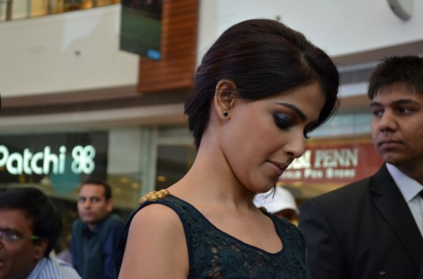 I'm sure Genelia wanted to stop for longer... but she had to leave...