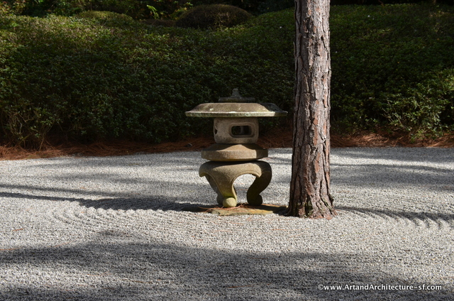 There are two traditional gravel raked gardens at Mirokami.