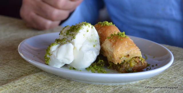 Plain ice cream served with Baklava