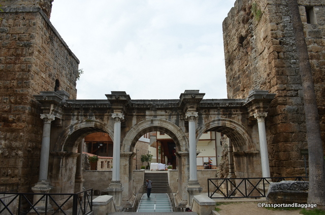 Hadrians Gate is one entry into the old town. The gate is a triumphal arch built in the name of the Roman emperor Hadrian, who visited the city in the year 130.