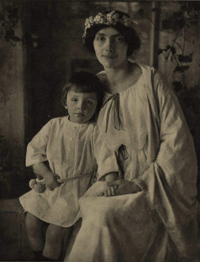 Mother and son by Rudolf Dührkoop about 1908