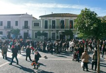 Vecinos en la Plaza del Pueblo