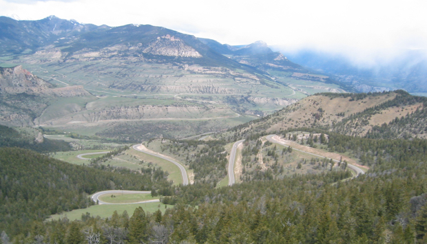road-toward-yellowstone