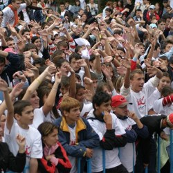 how can crowds help with outsourcing business processes