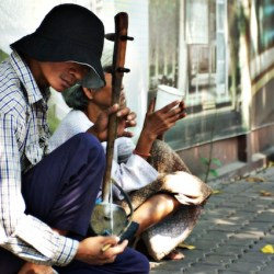 beggar_playing_for_free