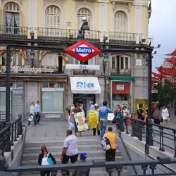 1024px-Metro_de_Madrid_-_Sol_01