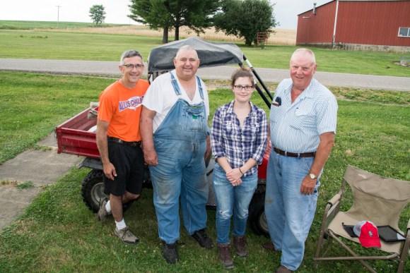 De gauche à droite :  Jay Brandt, David Brandt, moi et un de leur voisin agriculteur passé en  non-labour depuis quelques années