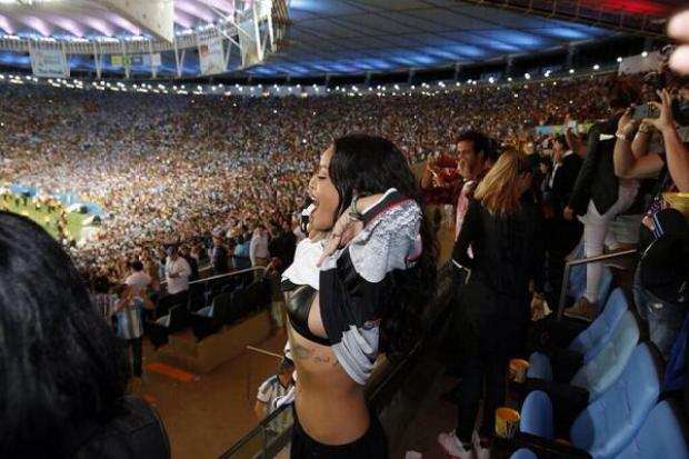 BsdKe6 IgAATjMy Rihanna celebrated Germany winning the World Cup by lifting up her top [Picture]