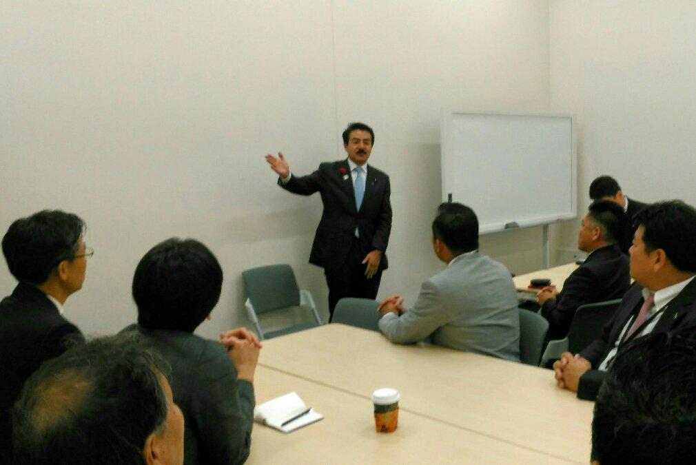 test ツイッターメディア - 京都経営者協会 青年経営者部会との懇談 明日の京都産業を担う青年経営者のグループの皆さんと議員会館にて懇談。 今回は北朝鮮情勢、弾道ミサイル防衛などについて熱意を込めて講義しました。自分の国は自分で守る、自分の地域は自分で守る、その気概が大事です。 https://t.co/fARNjPg3v8