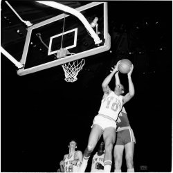 Sleek Assists Willis Reed Recorded Points Victory Over San Diego Walt Frazier Led Way Points New York Knicks On Ing San Diego Rockets Hockey San Diego Rockets 1970