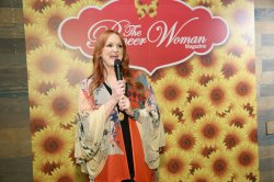 Fun Eater On Woman Ree Drummond Is Opening A Pizzeria Oklahoma Eater On Woman Ree Drummond Is Opening A Pizzeria Pioneer Woman Magazine Winter Issue 2018 Pioneer Woman Magazine Back Issues