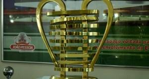 Taça da Copa do Nordeste é exposta no Centro Administrativo