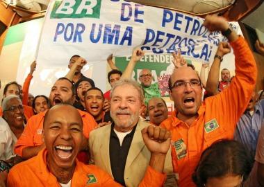 """Ex-presidente defendeu """"companheira Dilma"""" e foi ovacionado pela militância petista"""