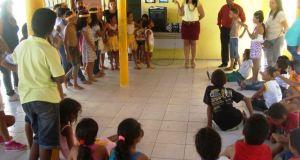 Diretora da Escola Sharon Estrela conduziu as apresentações indígenas