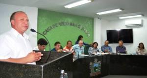 O ex-prefeito Erilson Cláudio discursou na tribuna da Câmara