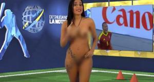 Yuvi Pallares não pensou duas vezes e tirou a roupa, enquanto anunciava os placares da primeira rodada da Copa América.
