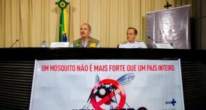 O ministro da Defesa, Aldo Rebelo, e o Chefe do Estado-Maior Conjunto das Forças Armadas, Ademir Sobrinho, em coletiva sobre a mobilização contra o mosquito (Foto: Marcelo Camargo/Agência Brasil)