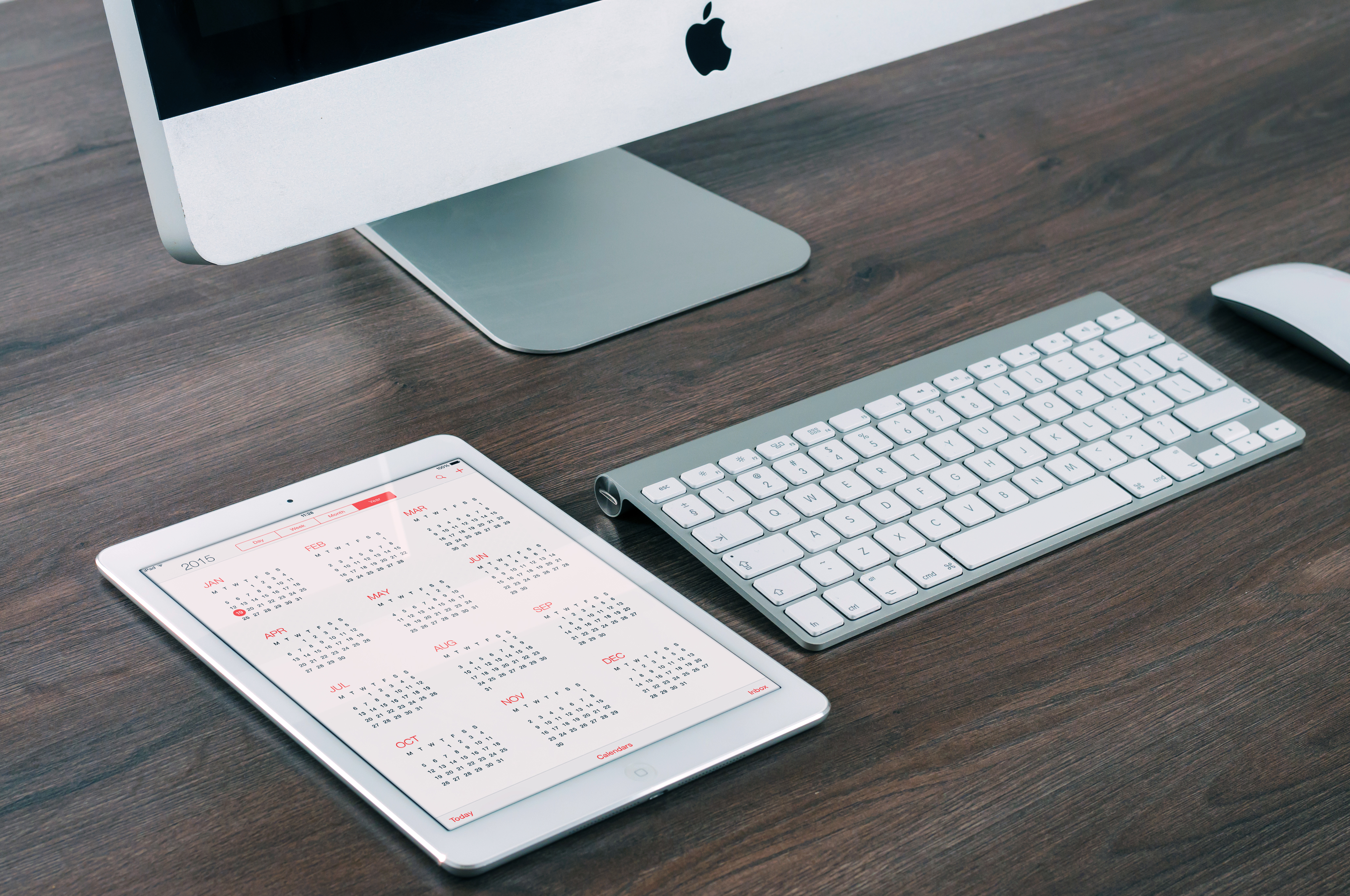 apple-desk-working-technology