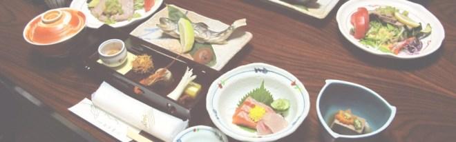 Refeição no estilo kaiseki servida no ryokan onde me hospedei, em Kamikochi