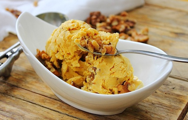 PumpkinWalnutIceCream7.jpg