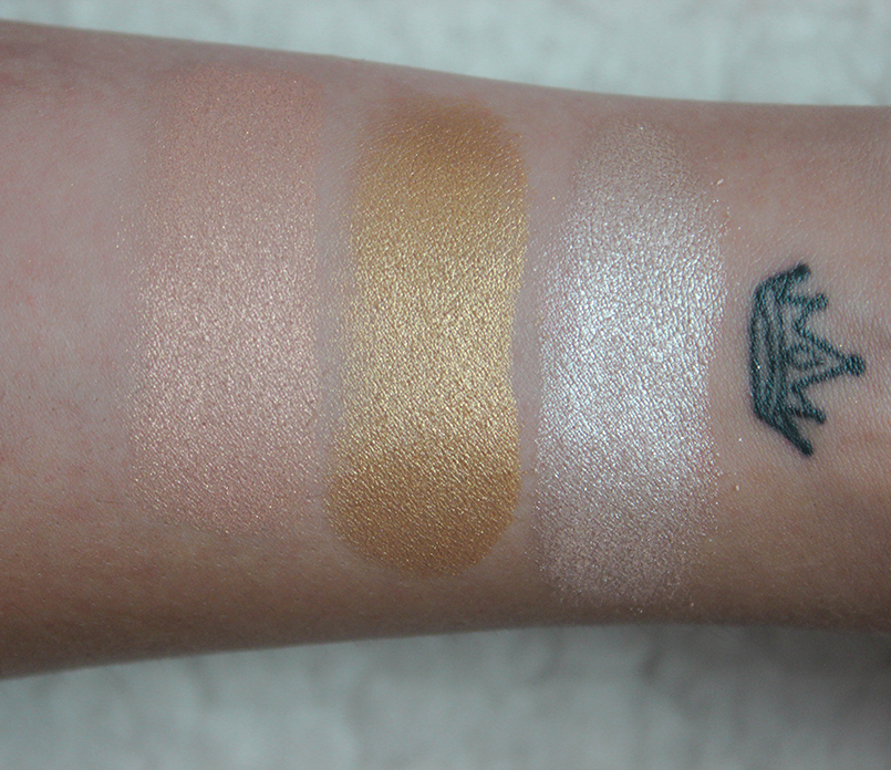Too Faced Love Light Enlumineur_SWATCHS