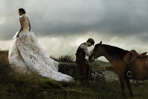 war-horse-jeremy-irvine-arizona-muse-david-sims-vogue-november-2011-01