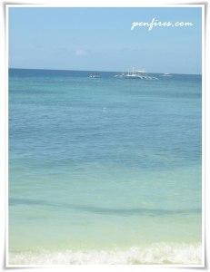 calm waves in Alona Beach